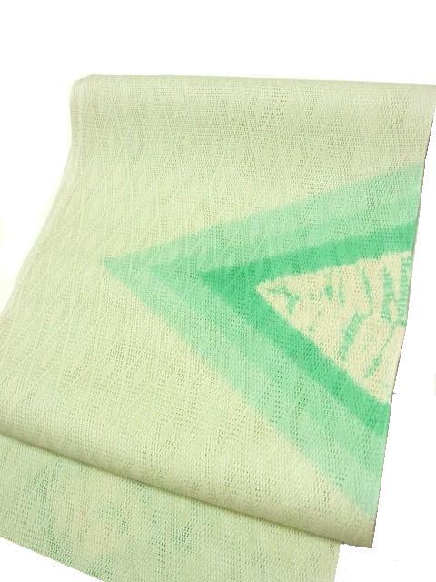 全体を薄く染て、縫い〆絞りと、暈し染をしています。