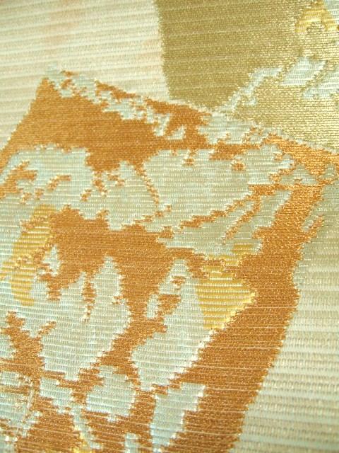 古典の切金紋の柄。 軽くて生地がしっかりしている。経に細金糸を織りこんでいます。