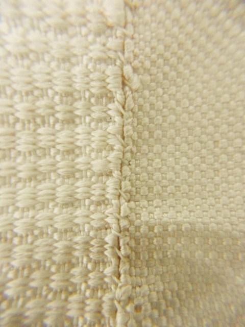 左側=表地のたくみ綴織 右=裏地の畦織