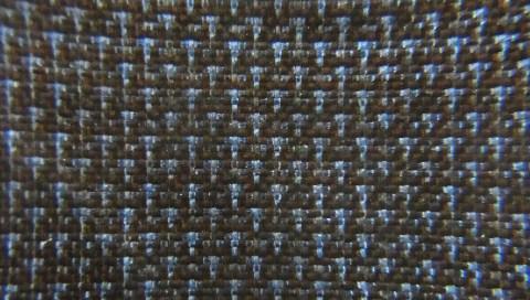 糸の段階では、藍と泥の絣の色は殆ど解からないので織り難いのです。
